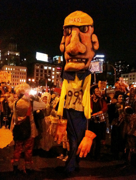 PARADE_PUPPET_1%